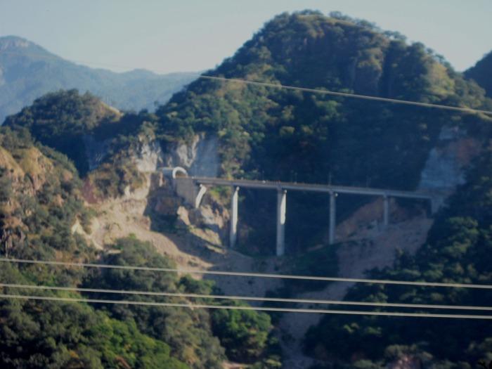 Blick auf die neue Autobahn Mazatlán-Durango