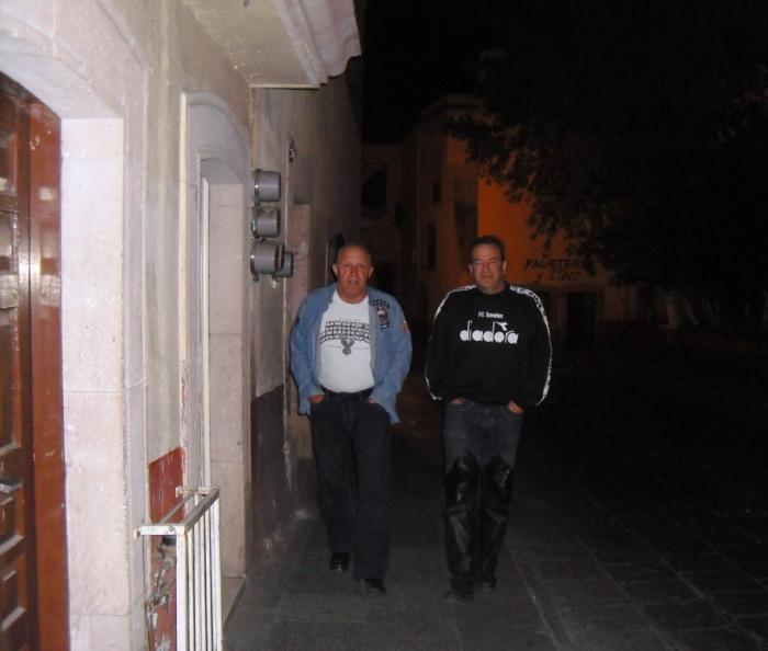 zwei Kneipiers auf dem Weg ins Hotel