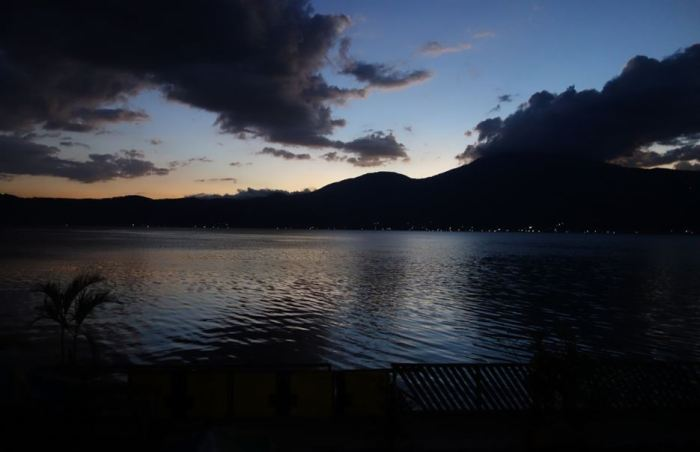 Abendstimmung am Lago de Coatepeque, El Salvador