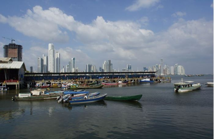 Pan 29 Panama City am Kanal