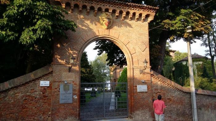 Der Eingang von Castello di Oviglio