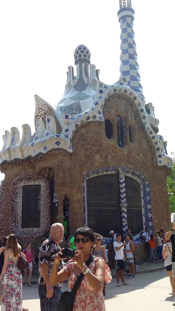 Barcelona im Park Güell, Häuschen mit Turm