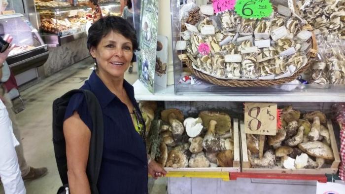Markthalle Florenz frische Pilze der Region