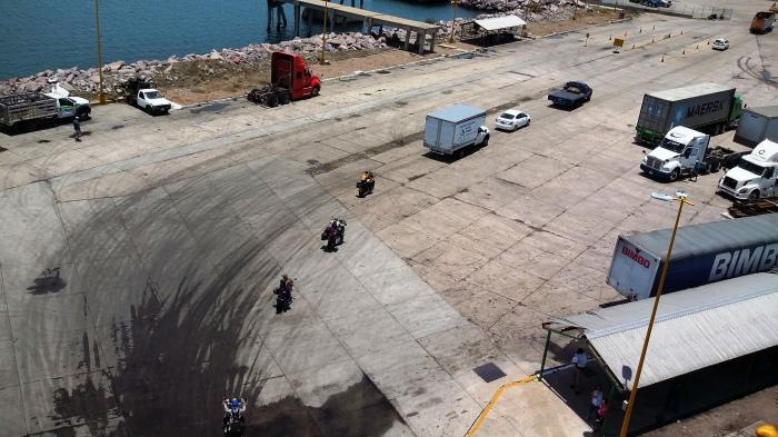 Wir rollen von der Fähre in Mazatlan